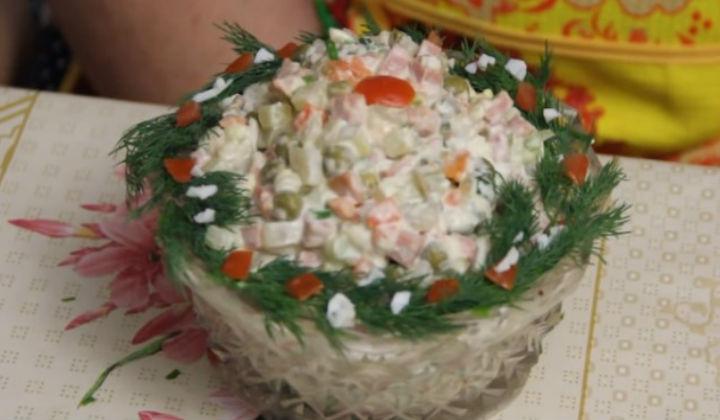 Традиционный салат оливье. Классические рецепты вкусного салата с колбасой и солеными огурцами