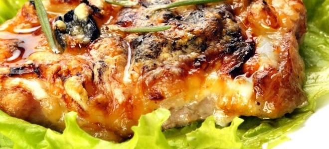 Мясо с грибами в духовке и горшочке — рецепты мяса по-французски и по-купечески. Как приготовить жаркое, запеканку, бефстроганов с мясом.