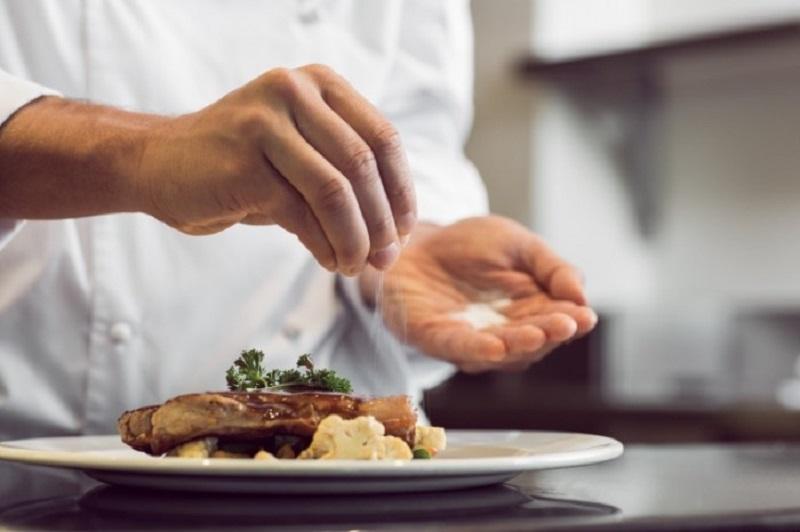 Шеф-повар знаменитого ресторана поделился хитростями кулинарии. № 8 облегчила мою жизнь!