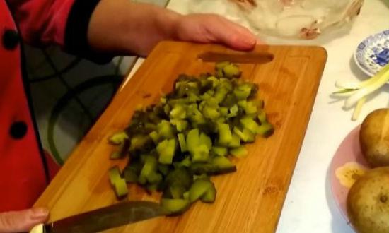 Очень вкусные рецепты винегрета с зеленым горошком, капустой, килькой и селёдкой