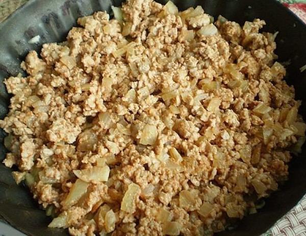 Ароматная запеканка из кабачка с фаршем. Рецепт, который обязательно стоит сохранить! Сытно и вкусно.