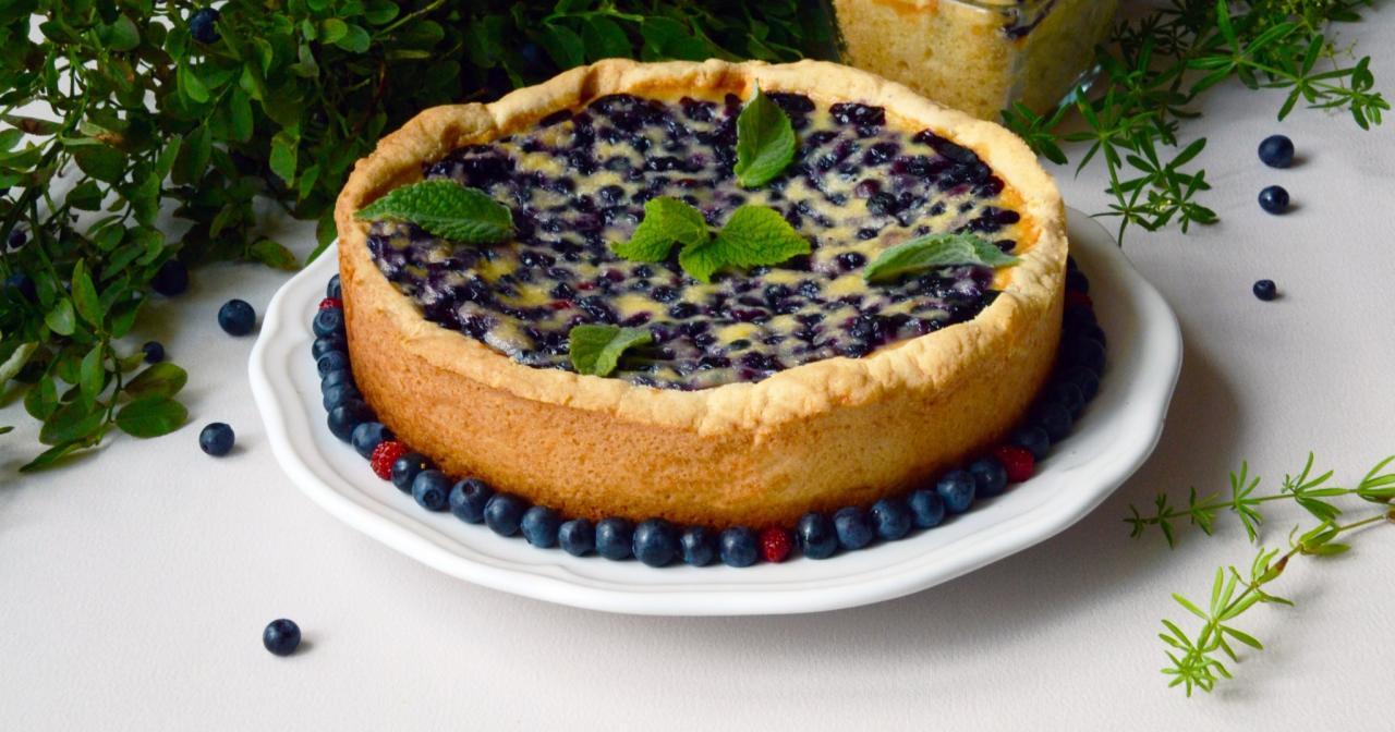 Как испечь десерт в мультиварке? Простой рецепт черничного пирога.
