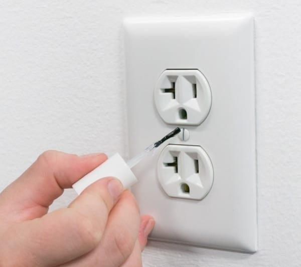 Почему не стоит выбрасывать заканчивающийся лак для ногтей