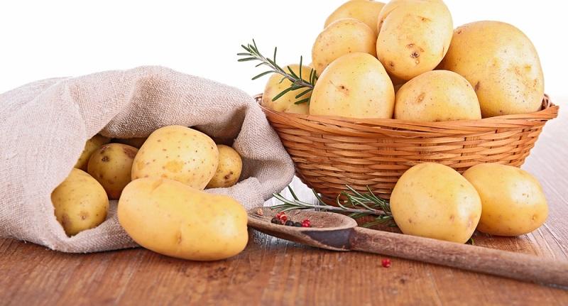 Фаршированный картофель — праздничное блюдо для большой компании. Голодным не останется никто.