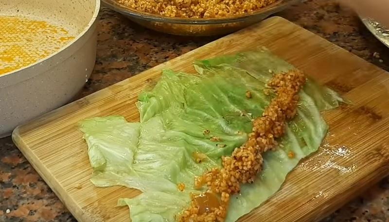 Сегодня моя семья ужинает «Улитками»! Купила капусту и наготовила на три дня вперед.