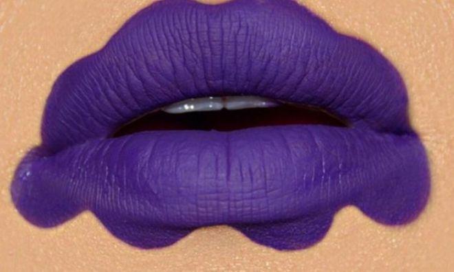 Сумасшедший бьюти-тренд следующего года: волнистые губы! Кто рискнет?