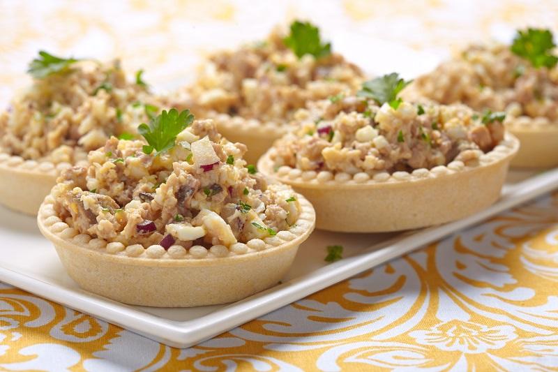 Рецепты салатов с печенью трески - сытные вкусные и необычные!