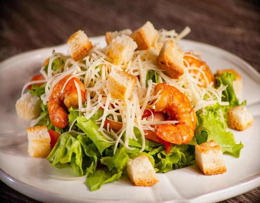 7 рецептов вкусных салатов: сытный и легкий ужин