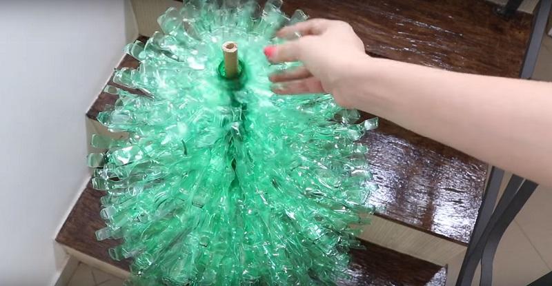 Как получить елку из пластиковых бутылок