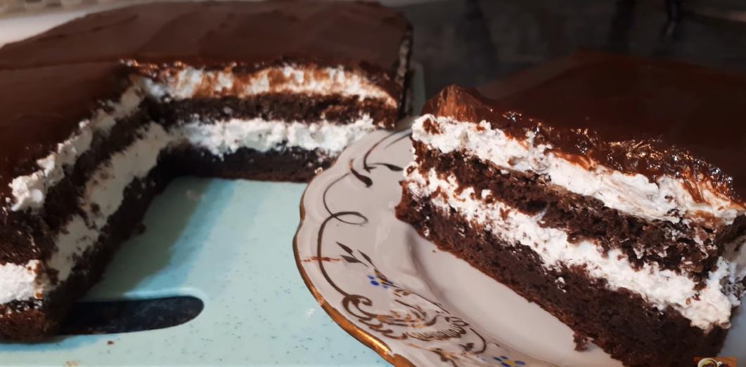 Торт за 20 минут: нужны всего лишь три ингредиента — сгущенка, яйца и мука (плюс любимый крем). Вкус — изумительный.