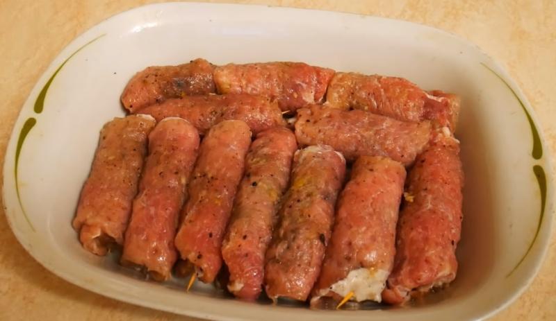 Мясные рулетики из свинины с начинкой