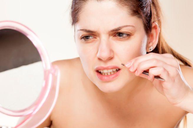 А вы знаете, как в старину женщины удаляли «усы» на верхней губе?