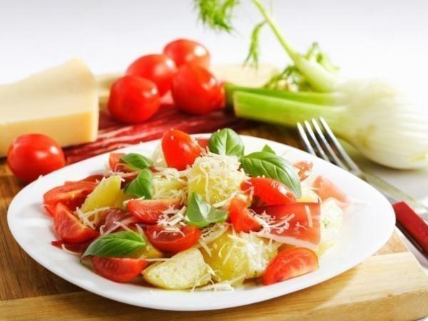Ужин должен быть легким и питательным: сытный салат из овощей